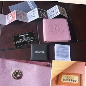 Authentic CHANEL Coco Caviar Pink leather Wallet.